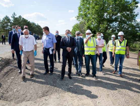 Премьер проинспектировал ход дорожно-строительных работ
