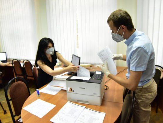 Вузы Молдовы начали прием документов абитуриентов