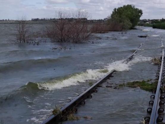 В районе села Крихана Веке затопило железнодорожные пути: поезда не ходят