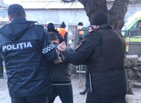 Инцидент в Комрате: пьяный мужчина угрожал карабинерам топором/ФОТО