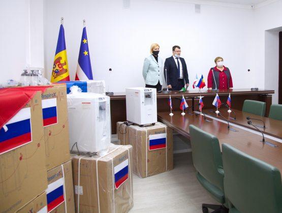 Посольство России в Молдове передало больницам Гагаузии кислородные концентраторы для лечения пациентов с COVID