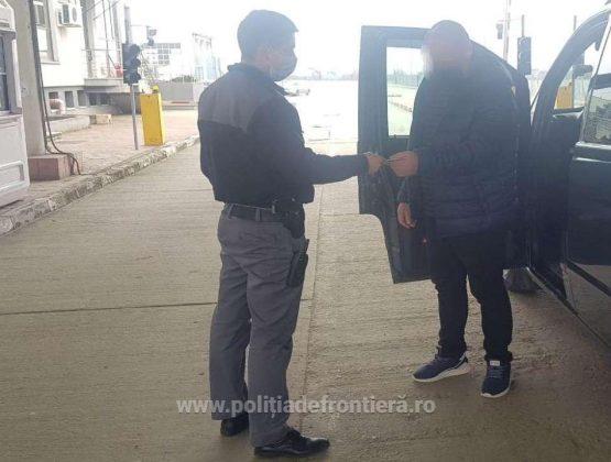 В Румынии молдавский водитель микроавтобуса пытался пересечь границу с фальшивым документом