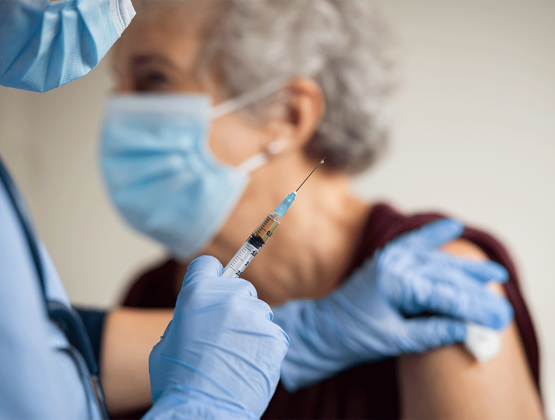 В Молдове началась вакцинация от коронавируса в домах престарелых и центрах размещения