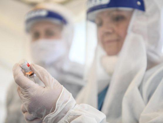 Жители Молдовы с румынским гражданством могут пройти вакцинацию от COVID-19 за Прутом: как записаться и получить прививку