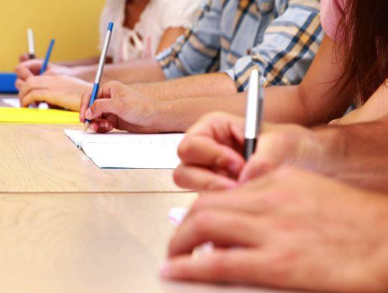 Министр образования не отменит экзамен на степень бакалавра в этом году