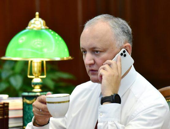 Администрация президента представила доказательства, что Додон купил два iPhone за 60 тыс. леев