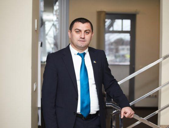 Советник из Кагула заявил, что привился против ковида в Румынии. И представил документ на русском языке