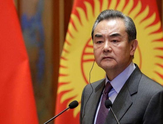 «Вакцинный национализм». Глава МИД Китая обвинил развитые страны в «вакцинном национализме»