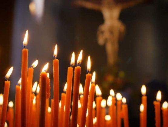 В Чистый четверг православные несут в храмы вино, мед и калачи