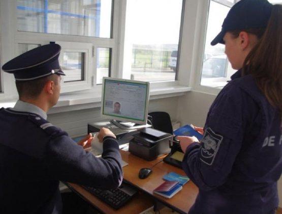 В выходные дни пограничники выявили на КПП страны 50 поддельных документов