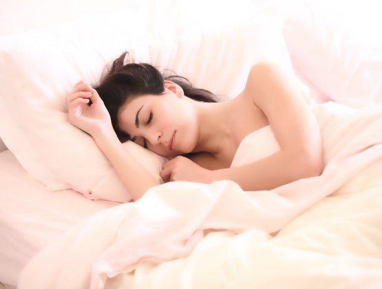 Врач рассказал о методах не заболеть во сне