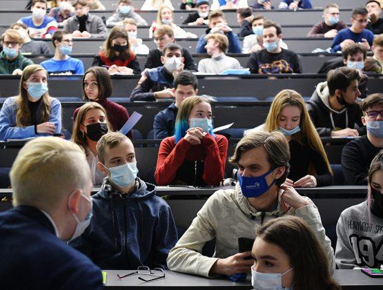 Студенты и учащиеся колледжей будут проходить практику в обычном формате