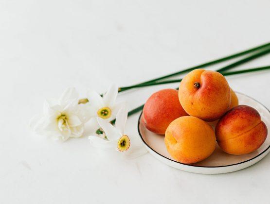 В этом году молдавские абрикосы задерживаются на две недели