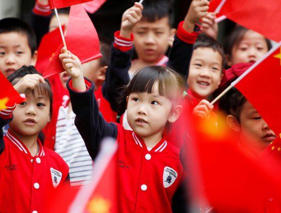 Семьям в Китае разрешено иметь троих детей