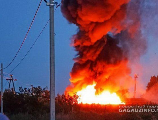 Масштабный пожар на юге Молдовы. Загорелись помещения двух магазинов