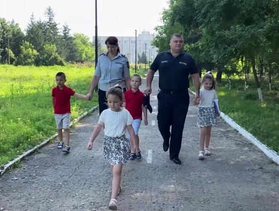 Полицейские и родители